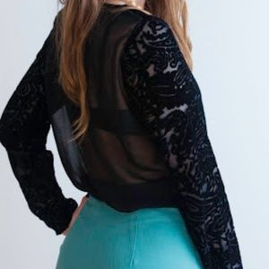 UO Lazerade Black velvet scroll shirt